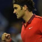 Federer vence Djokovic para tentar 1º título em Xangai contra Simon