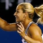 Cibulkova bate Azarenka e está nas quartas em Melbourne. Venus vence Radwanska