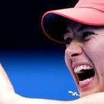 Sharapova salva match points antes de chegar à 3ª rodada em Melbourne. Bouchard e Halep vencem
