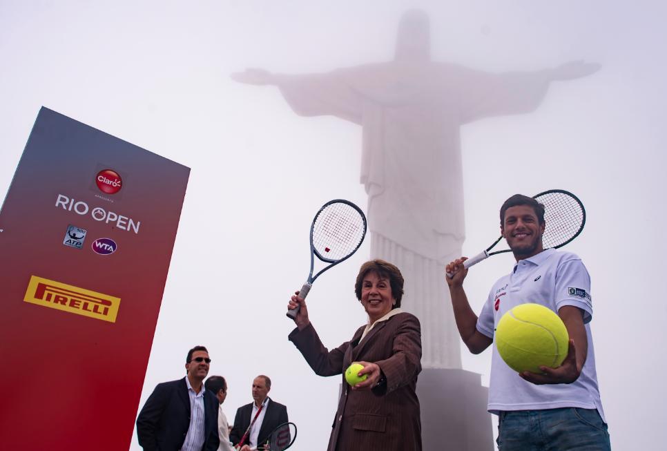 Maria Esther Bueno e Feijão promovem o Rio Open no Cristo Redentor