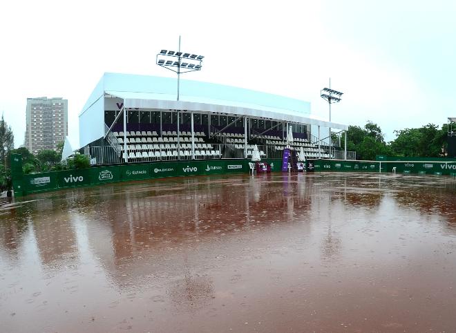 Chuva adia estreia de Feijão e Rogerinho na Vivo Tennis Cup