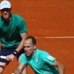 Soares e Murray superam estreia difícil e encaram espanhóis nas quartas em Barcelona