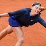 Em domingo com chuva em Paris, Kvitova passa por estreia. Muguruza e Halep estreiam segunda
