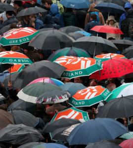 Multidão em Roland Garros em dia de chuva