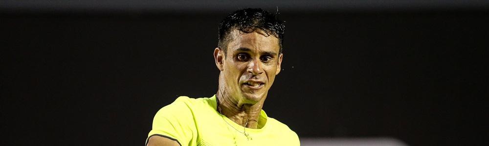 Rogerinho vence no quali em Barcelona e fica a uma vitória da chave principal