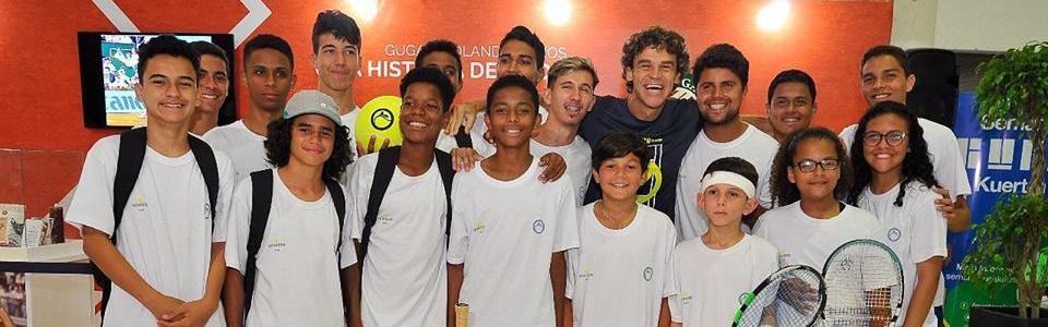 Tenistas de projetos sociais do Rio de Janeiro disputam a Copa Guga